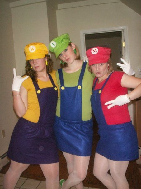 Halloween costumes for trios mario wario and luigi or you could do mario luigi and princess - Idee deguisement groupe ...
