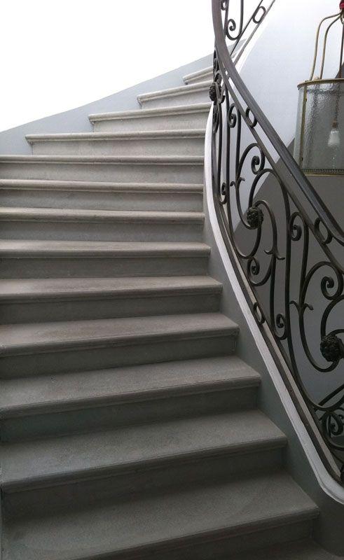 escalier b ton gris liss nez de marche rond garde corps m tallique escalier b ton gris. Black Bedroom Furniture Sets. Home Design Ideas