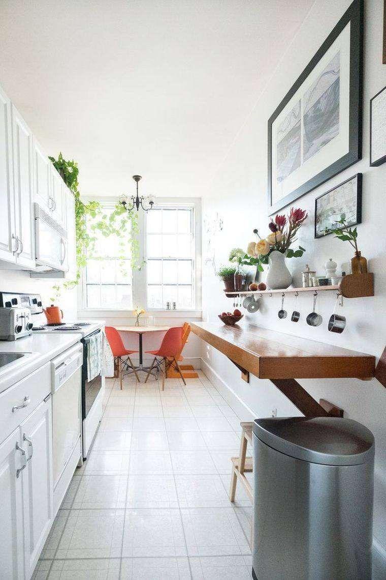 Come arredare una cucina lunga cucina stretta con angolo for Sala da pranzo lunga e stretta