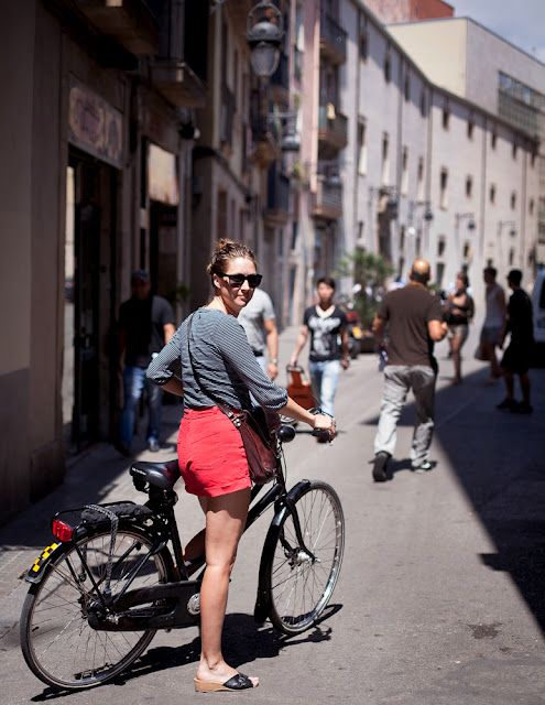 bikesandbabes: (via Bike Fancy: Martha, El Raval neighborhood of Barcelona, Spain)