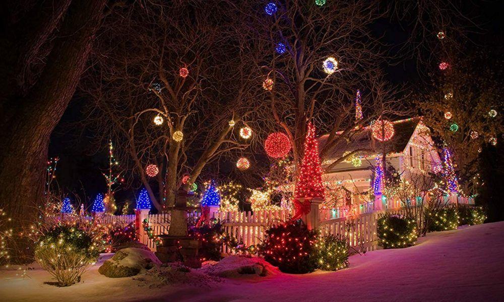 Voce Nao Vai Acreditar Em Como Essas Celebridades Classe A Estao Hoje Page 25 In 2020 Christmas Lights Outside Hanging Christmas Lights Christmas Light Installation