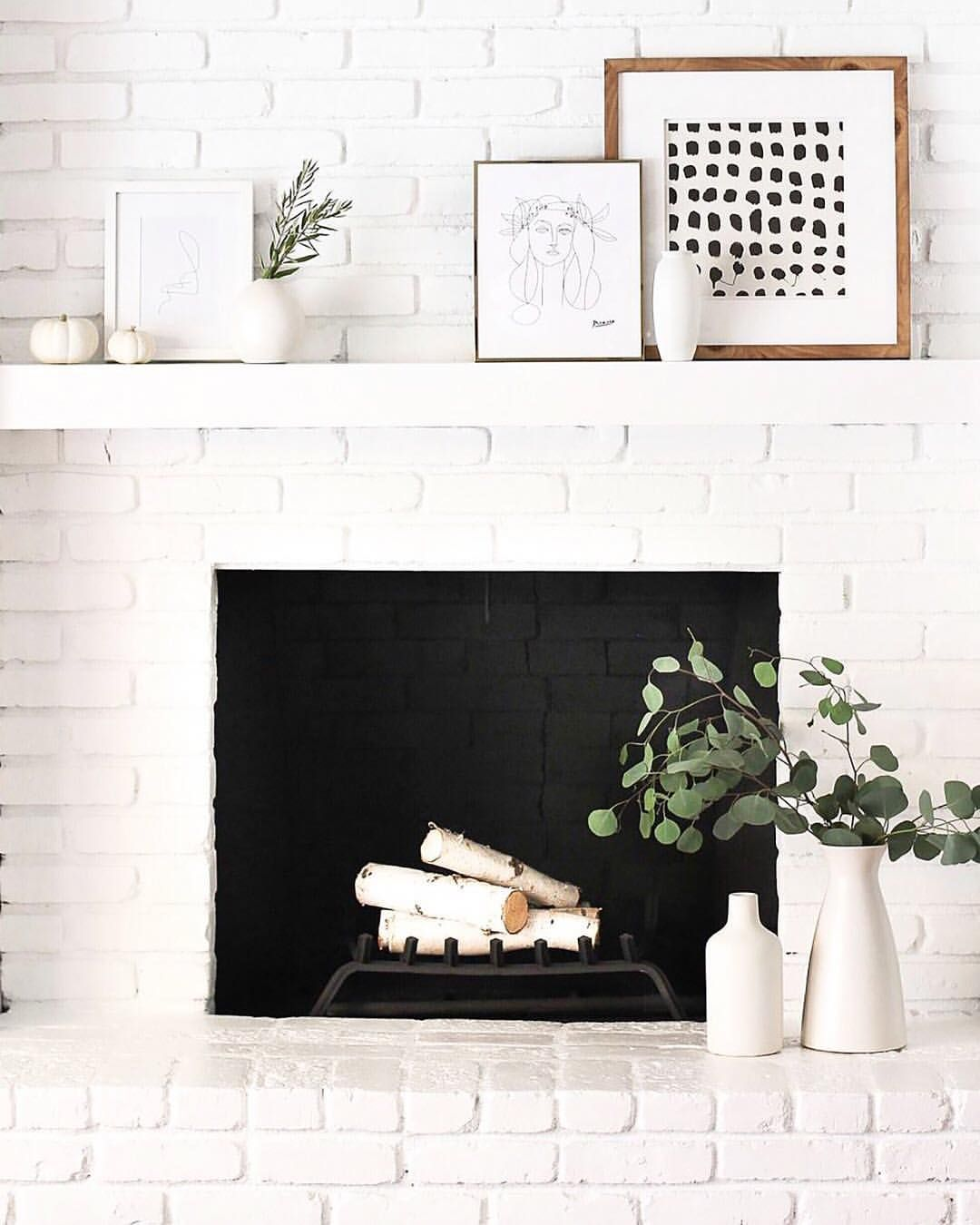 Inspiring Sitting Room Decor Ideas For Inviting And Cozy: This Is A Cozy Little Fireplace