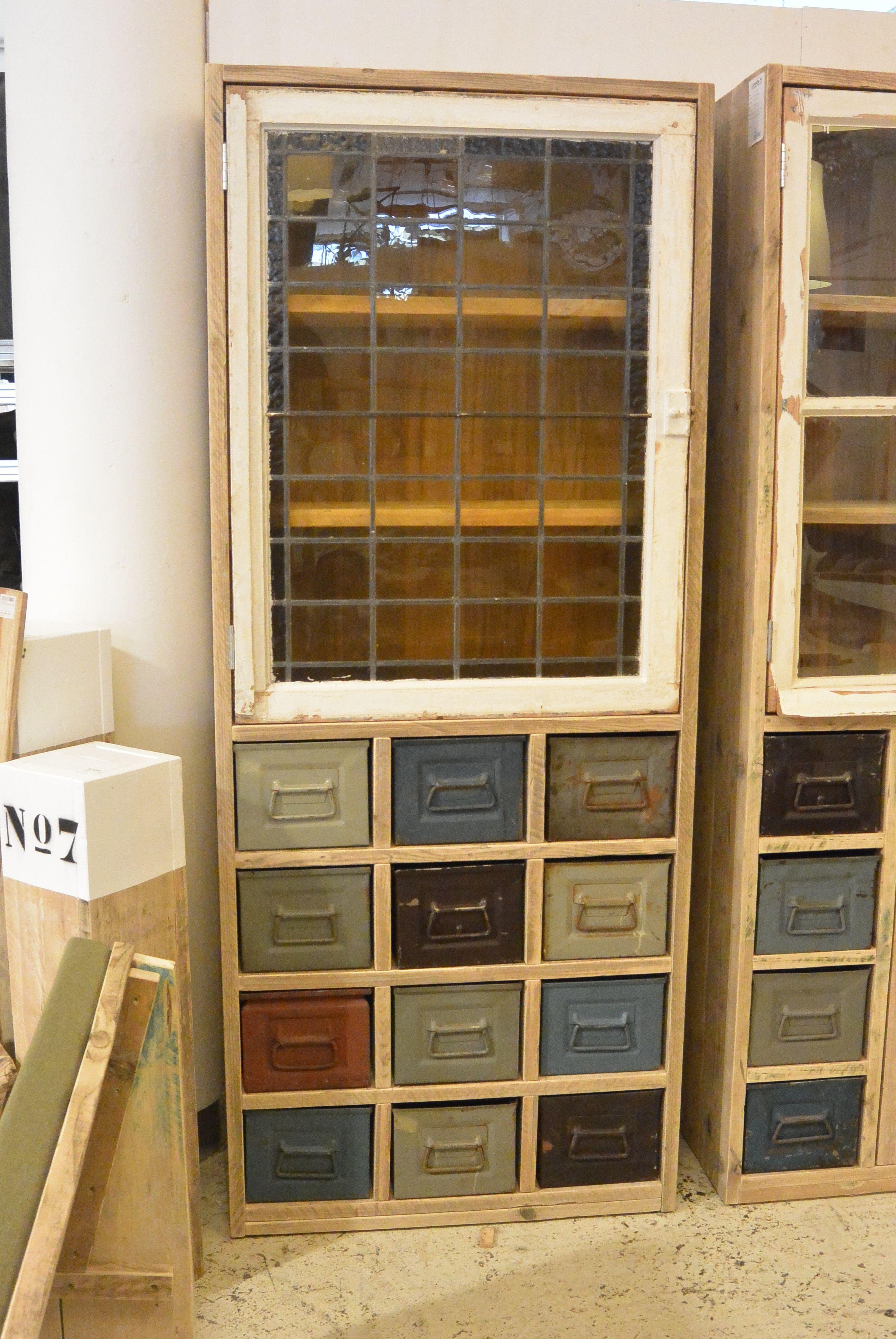 Kast Plateaux met industriele bakjes. Zeer originele kast door de ...
