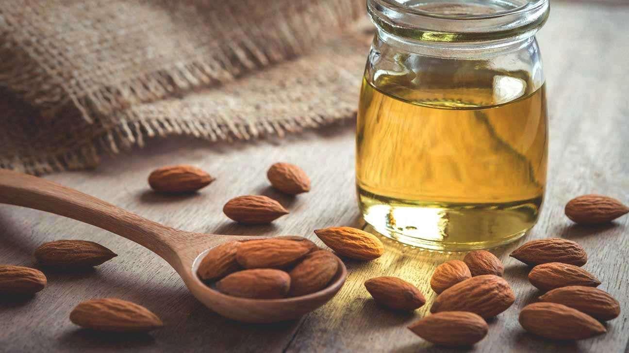 زيت اللوز المر فوائد جمالية ومميزات صحية In 2021 Almond Oil Benefits Sweet Almond Oil Almond Oil Uses
