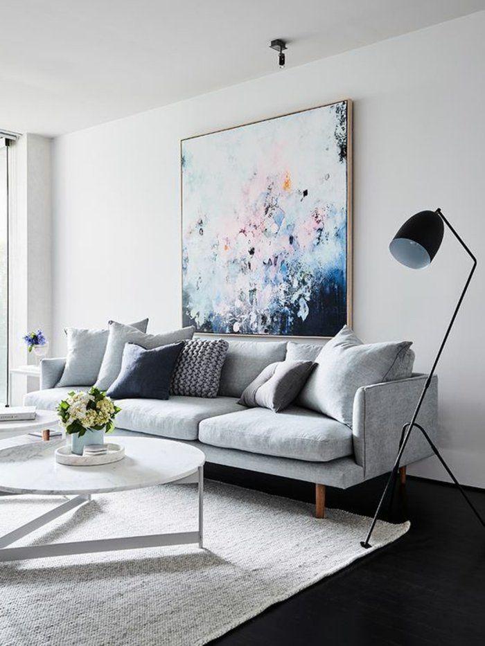 Farbe Perlgrau für ein elegantes Wohnzimmer mit einem großen Bild