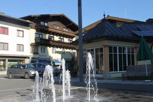 Haus Maria Bruck an der Gro�glocknerstra�e Haus Maria enjoys a quiet location in Bruck an der Gro?locknerstra?e, at the northern entrance of the High Alpine Road. It offers rooms with free Wi-Fi access and a balcony with mountain or village views.