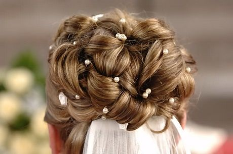 Brautfrisuren Schleier Hochgesteckt Mit Mitschleier Halboffen
