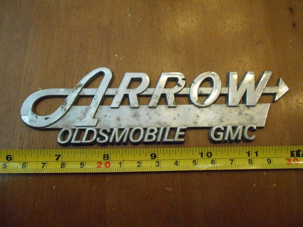 ARROW OLDSMOBILE GMC OLDS METAL vintage car dealer dealership emblem ...
