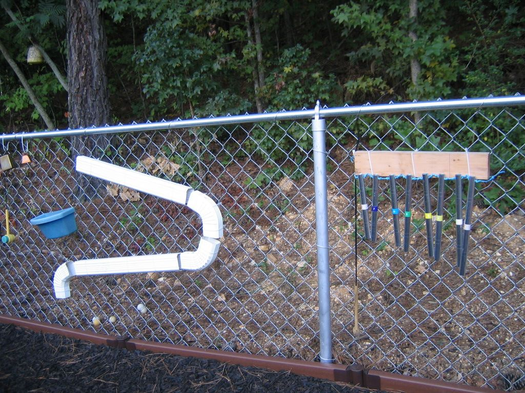Gives me ideas of things we can do with our chain-link fence ...