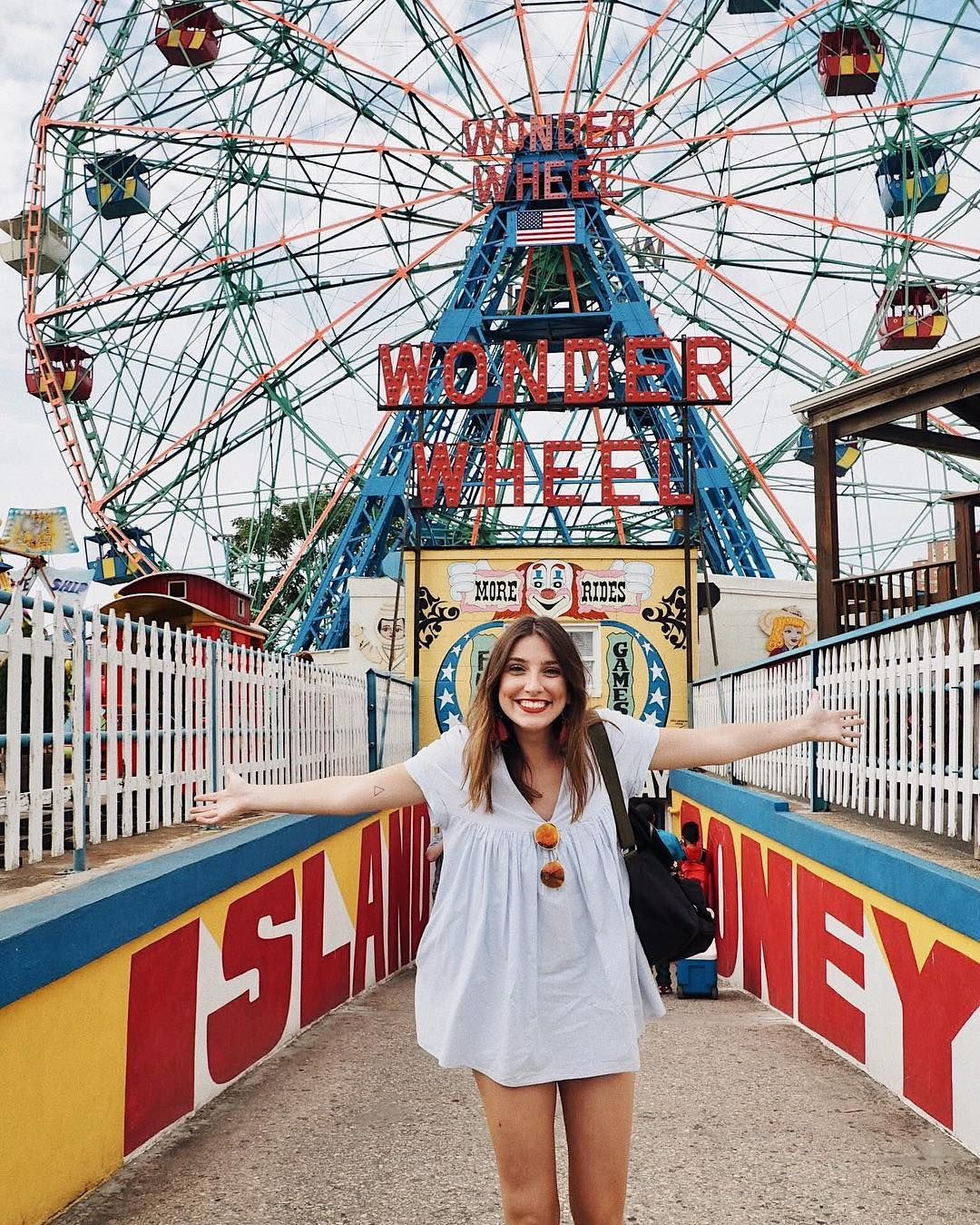 14 Cool Places To Take Pictures In Nyc That Our Community Loves College Fashionista Nyc Pics New York Pictures Nyc Instagram
