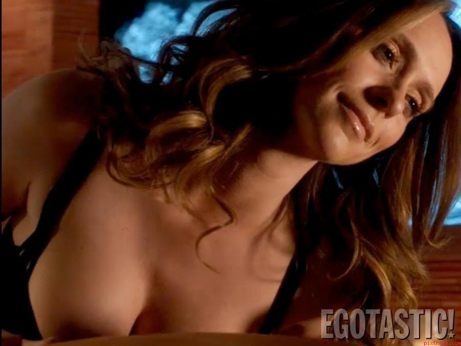 Jennifer love hewitt nipple slip