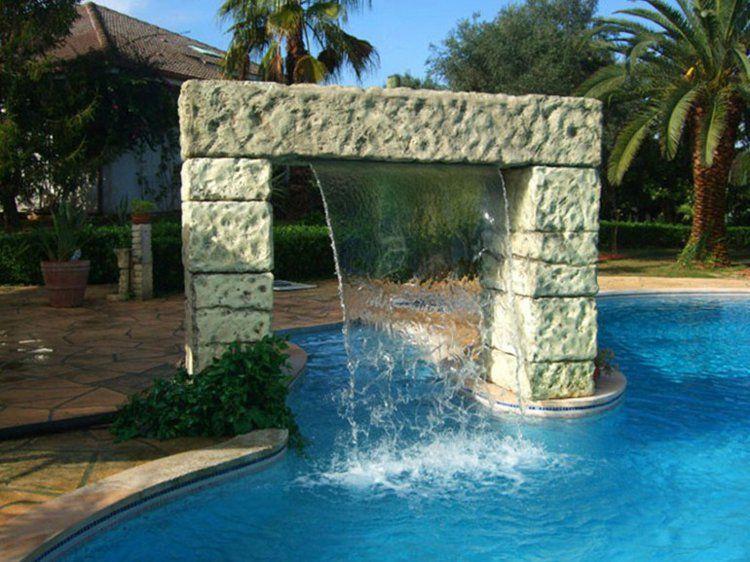 Piscine ext rieure avec cascade et terrasse en dalles de for Decoration piscine exterieure