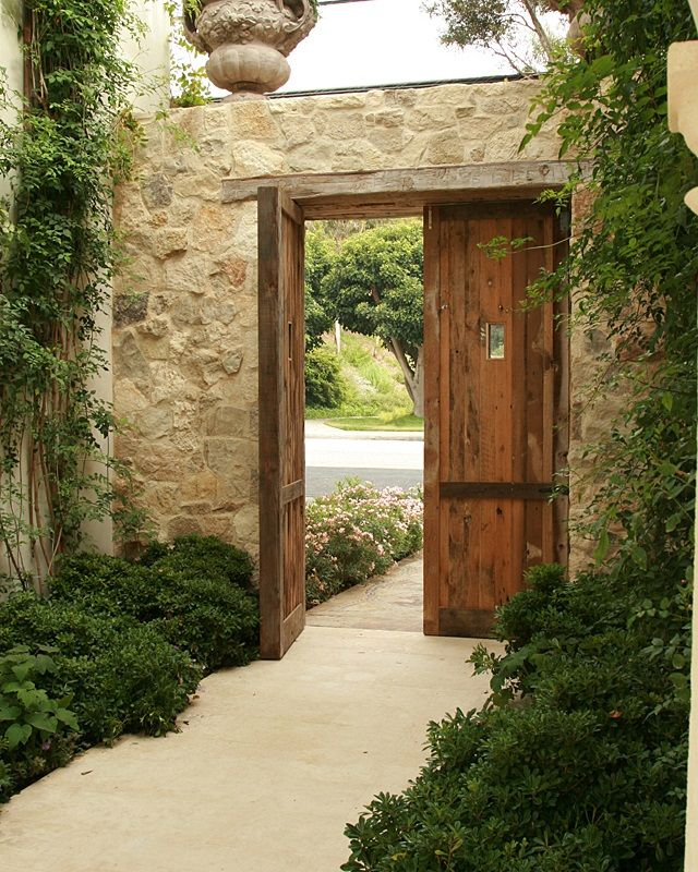 Wall stone exquisite surfaces also like how stone is for Puertas para patio exterior