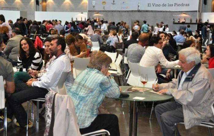 El 'Vino de las Piedras' de Cariñena reúne a más de 6.000 personas https://www.vinetur.com/2014041414959/el-vino-de-las-piedras-de-carinena-reune-a-mas-de-6000-personas.html