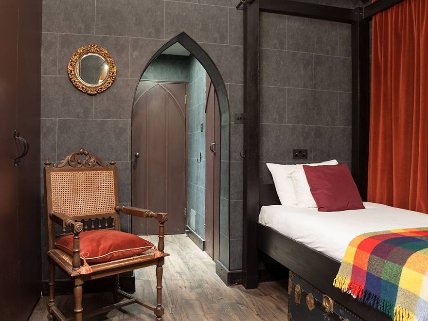 Harry Potter Fans Can Now Stay In Hogwarts Themed Hotel Rooms Themed Hotel Rooms Harry Potter Hotel Home Decor