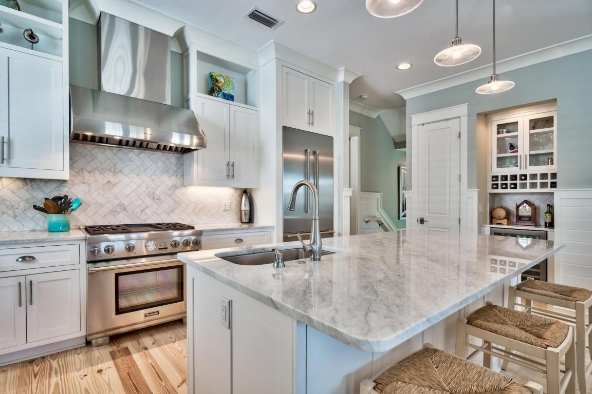 White And Marble Kitchen Kitchen Marble Kitchen Cabinetry Cool Kitchens