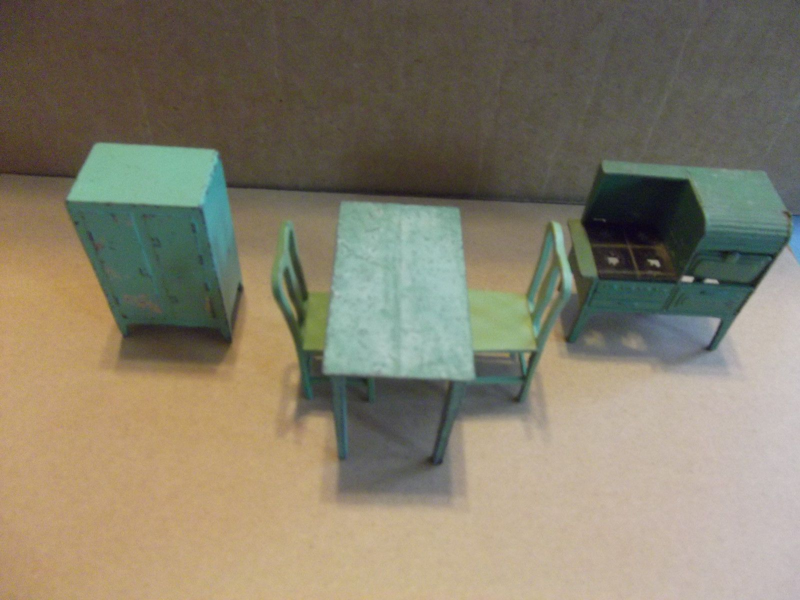 Miniature Dollhouse Kitchen Furniture Vintage 1930s Tootsie Toy Doll House Kitchen Furniture Ebay