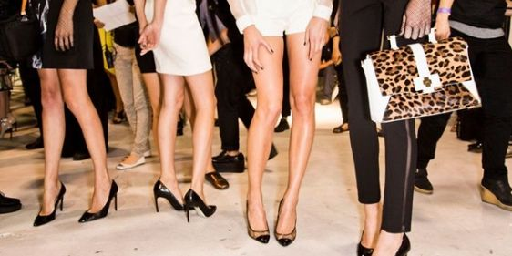 Bluish, visible leg veins are one of those beauty problems that are mostly determined by genetic luck of the draw and are tricky to resolve without professional help—but that doesn't mean there aren't DIY tricks that can help.