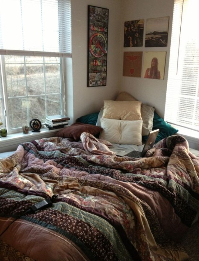 Bed In The Corner Works Great For A Mattress On The Floor Uooncampus Uocontest Winter Bedroom Bedroom Styles Cute Bed Sheets