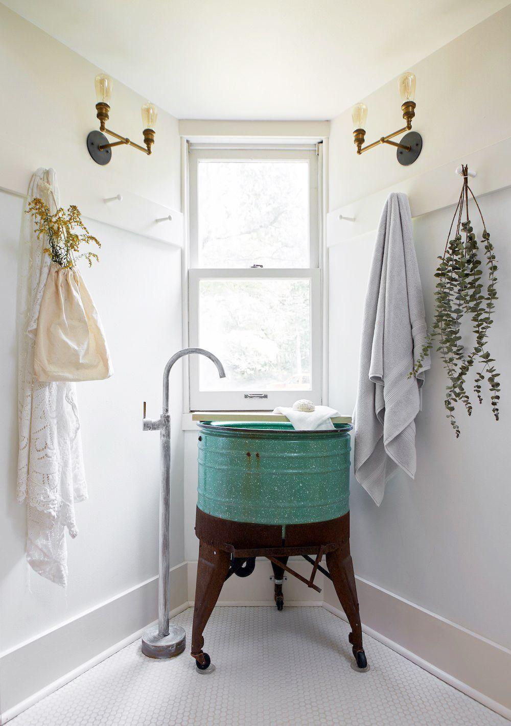 11+ Elegant Bathroom Ideas That Are Cheap and Easy to Imitate - 11