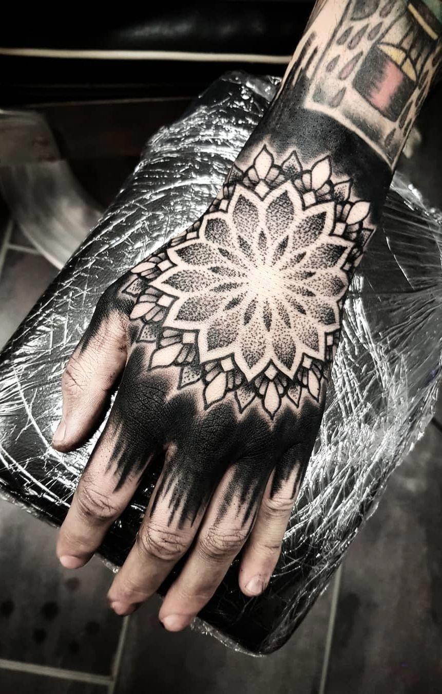 Pretty Tattoos Sleevetattoos Geometric Tattoo Hand Mandala Hand Tattoos Mandala Tattoo Design