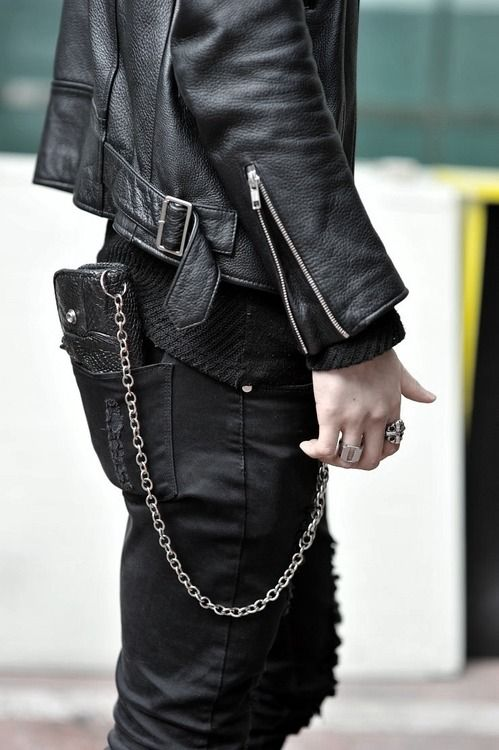 Xy Love That Chain And Leather Leather Is Always Cool Moda