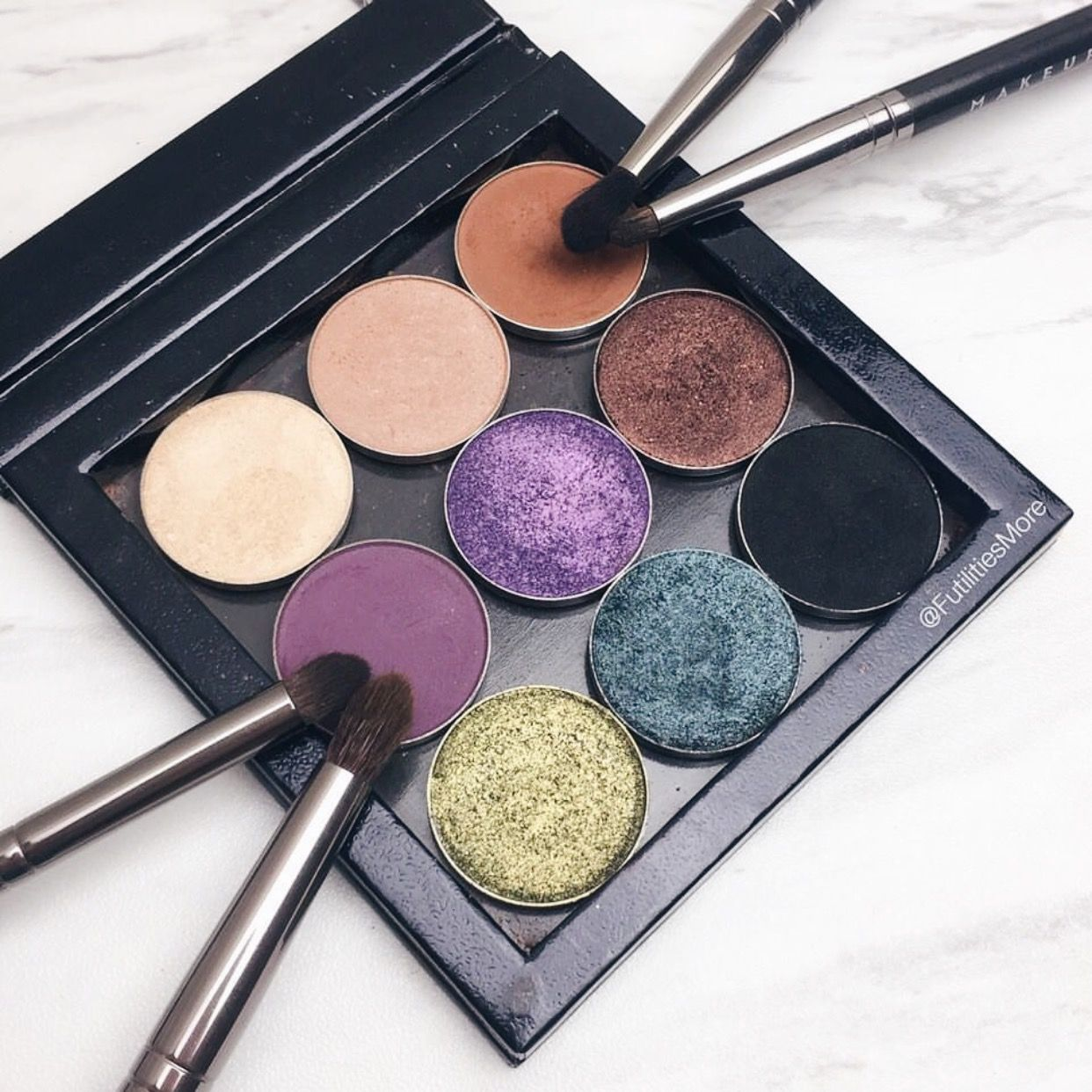 Small Z Palette filled with Makeup Geek eye shadows ️