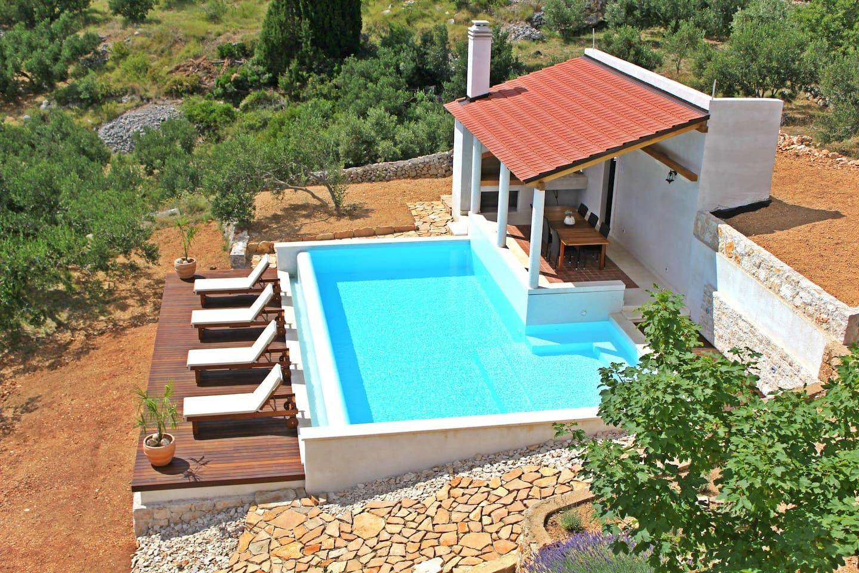 One Bedroom Villa Flat With Amazing Views Wohnungen Zur Miete In Island Hvar Jelsa Kroatien Wohnung Mieten Villa Wohnung