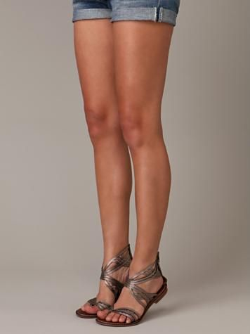 sandals 10 предметов гардероба, без которых вы бы не могли представить ваш шкаф love the sandals...but wish I had these legs!