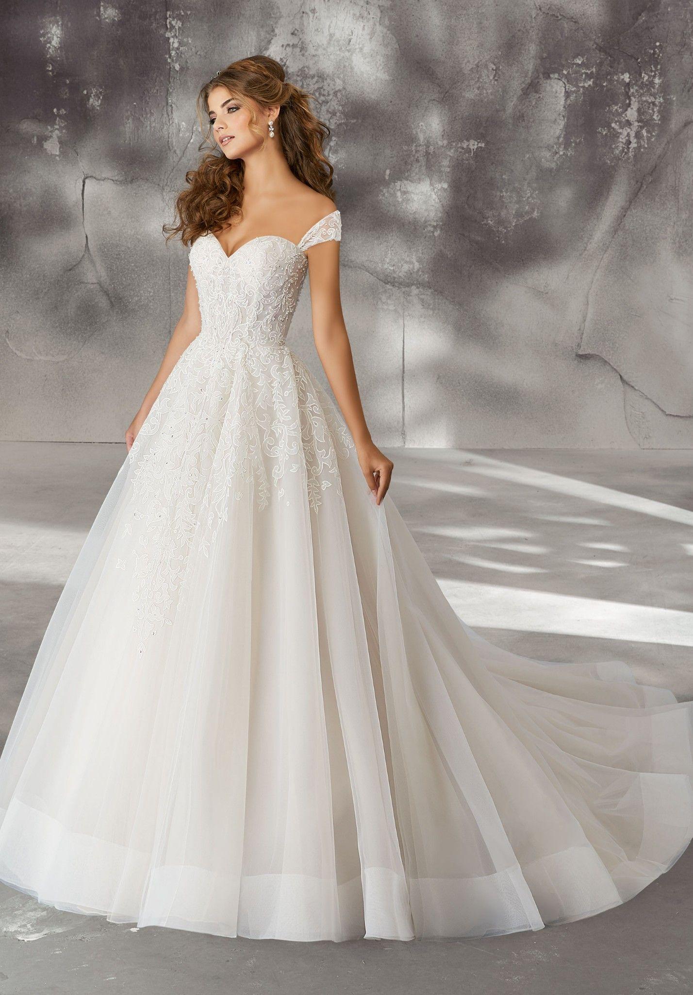 facf9ec40adb Pin tillagd av Anina Brud & Festspecialisten på Wedding | Wedding dresses,  Detachable sleeves wedding dress och Stunning wedding dresses
