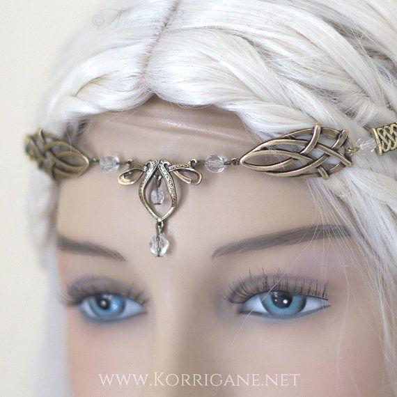 He encontrado este interesante anuncio de Etsy en https://www.etsy.com/es/listing/238815400/erin-celtic-circlet-medieval-faery-tiara