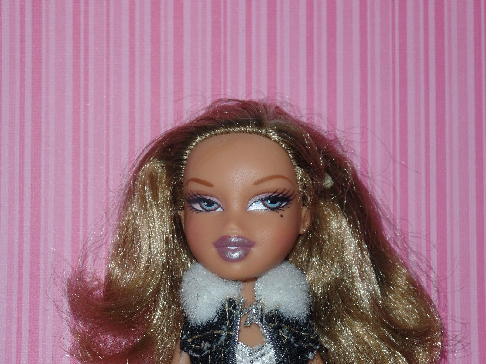 Yasmin Bratz Doll With Clothes Shoes Brown Hair Blue Eyes 8 Brown Hair Blue Eyes Yasmin Fashion