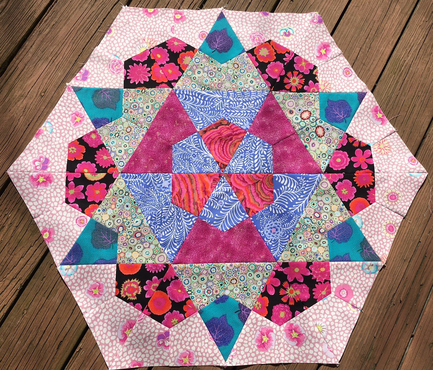 Vintage Rose Star Pattern Updated With Today S Kaffe Fassett Fabrics 72 Kite Shaped Patches And A Lot Of Y Seams Kaffe Fassett Fabric Quilts Star Quilts