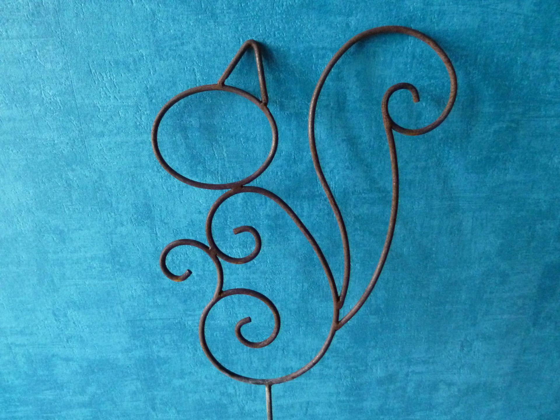 Ecureuil en fer forgé rouillé et traité pour décoration de jardin ...