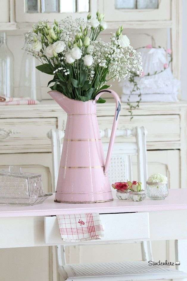 wundersch ne emaille kanne in rosa blumenvase krug vintage deko beautiful pink water jug. Black Bedroom Furniture Sets. Home Design Ideas