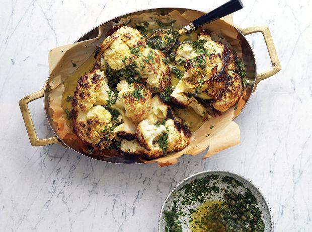 Recette : chou-fleur entier grillé, avec anchois et câpres ...