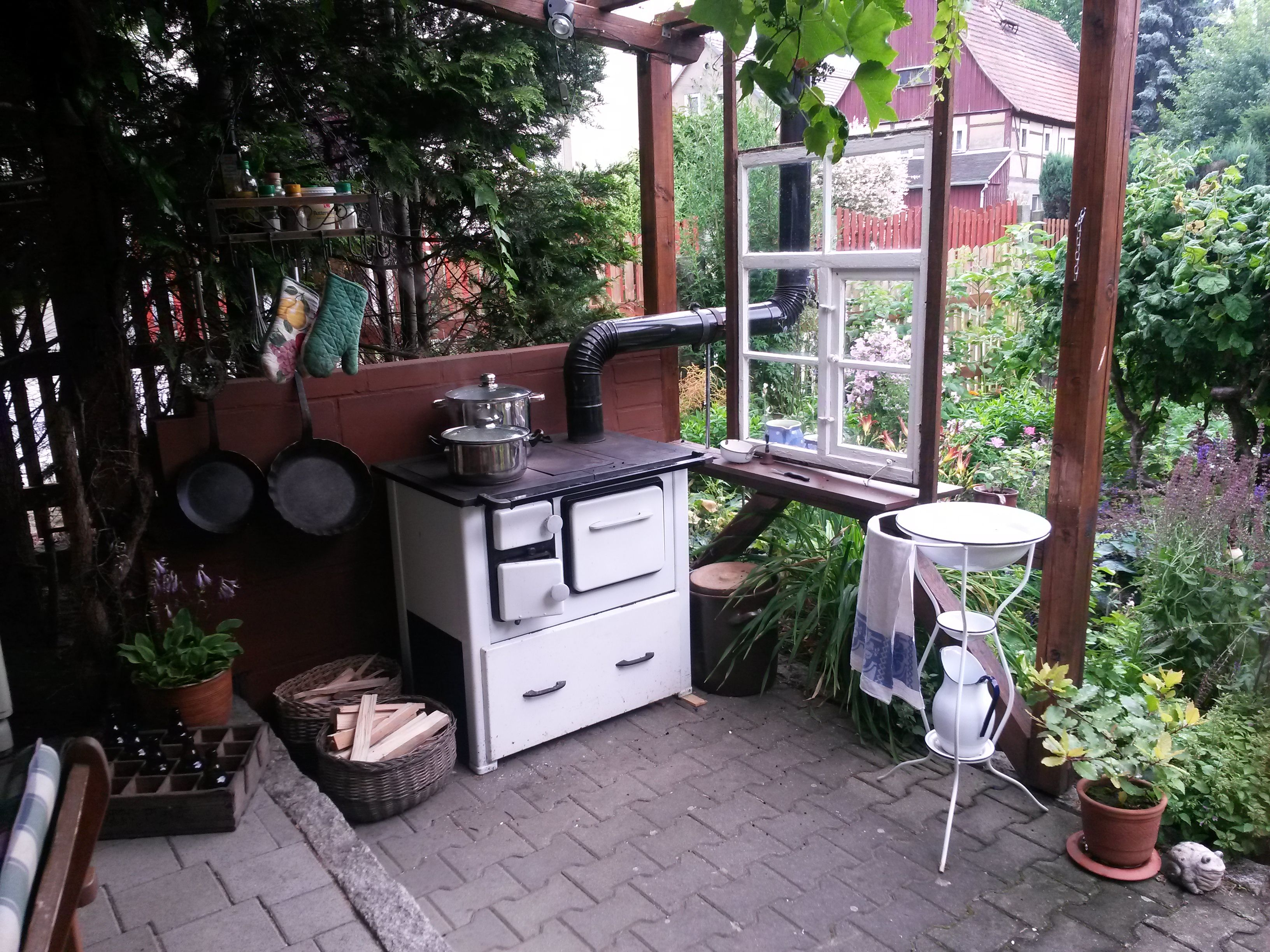 gartenk che kochen im garten pinterest garten sitzecken garten und garten k che. Black Bedroom Furniture Sets. Home Design Ideas