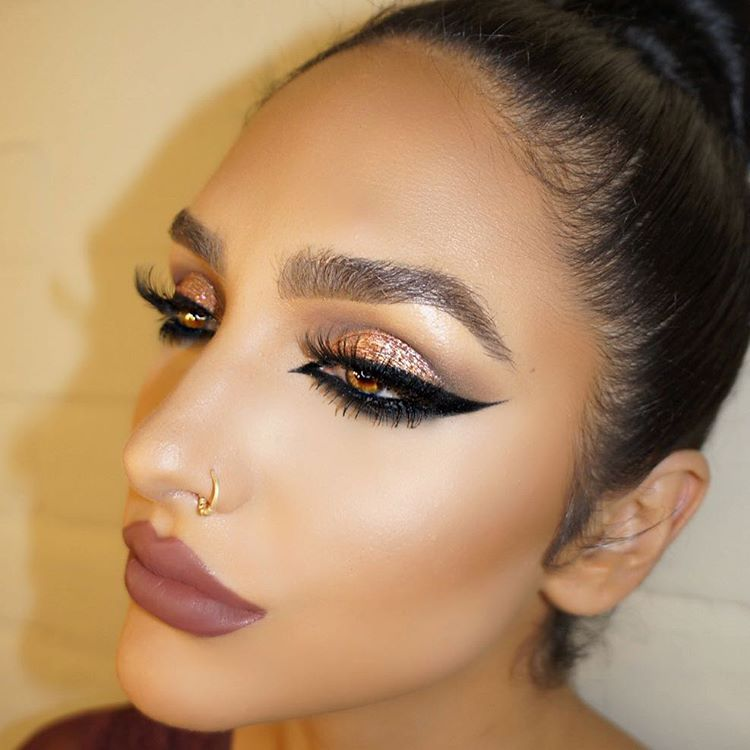 """Ashley Holm on Instagram: """"Brows @anastasiabeverlyhills Brow wiz """"medium"""" Crease @maccosmetics """"copperplate"""" & """"espresso Lid @maccosmetics dazzle shadow """"slow fast slow"""" Lashes @lillylashes """"Monaco"""" Liner @inglot_usa Lips @anastasiabeverlyhills """"Veronica"""" ✨ ✨Learn my personal tips & tricks at my fall seminar! ✨To sign up click the link in my bio! Photography @theprinceofpersia """""""