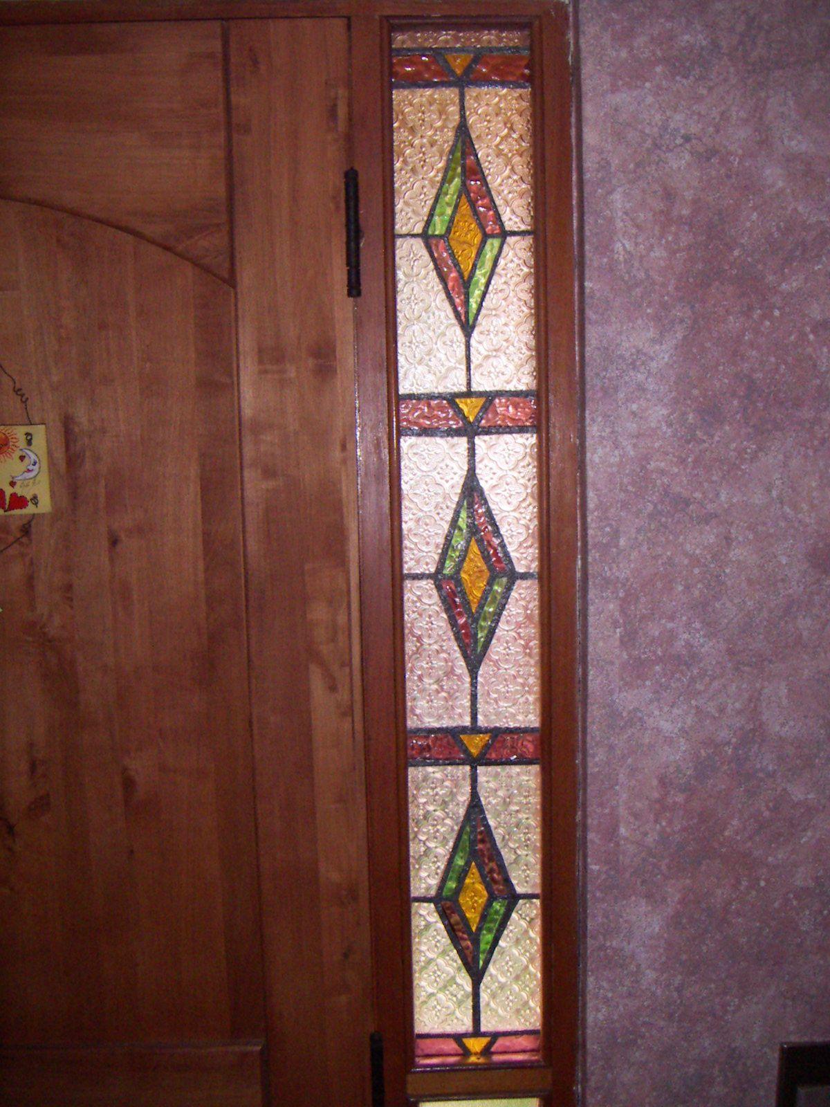 Vitral en ventana pequeña, queda hermoso. | puertas vitral ...