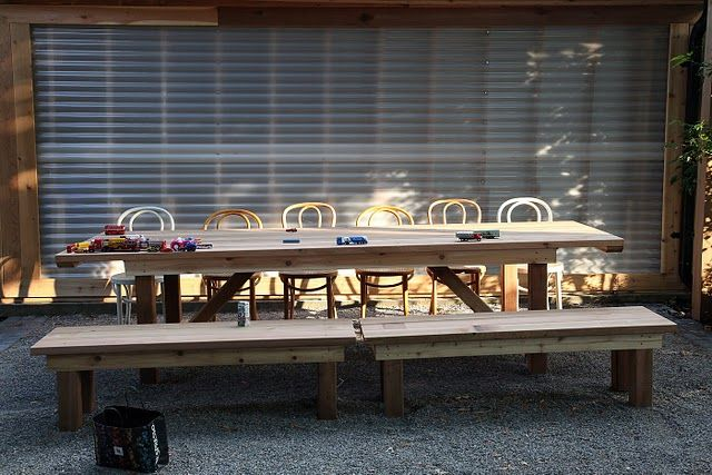 pea gravel patio and nice picnic table