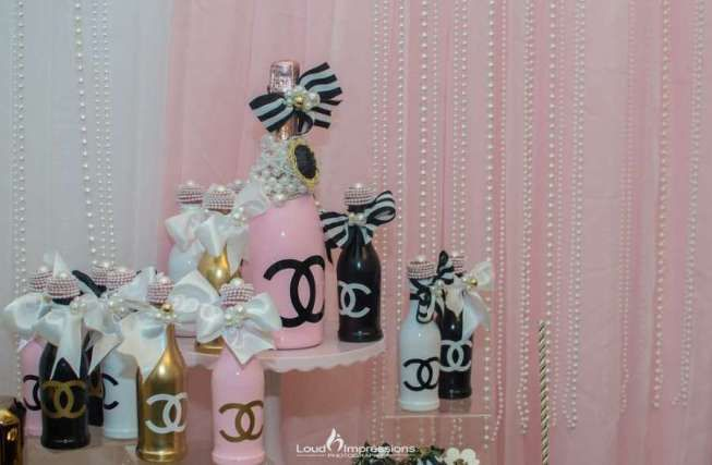 Super Chic Chanel Inspired Birthday Party #50thbirthdaypartydecorations