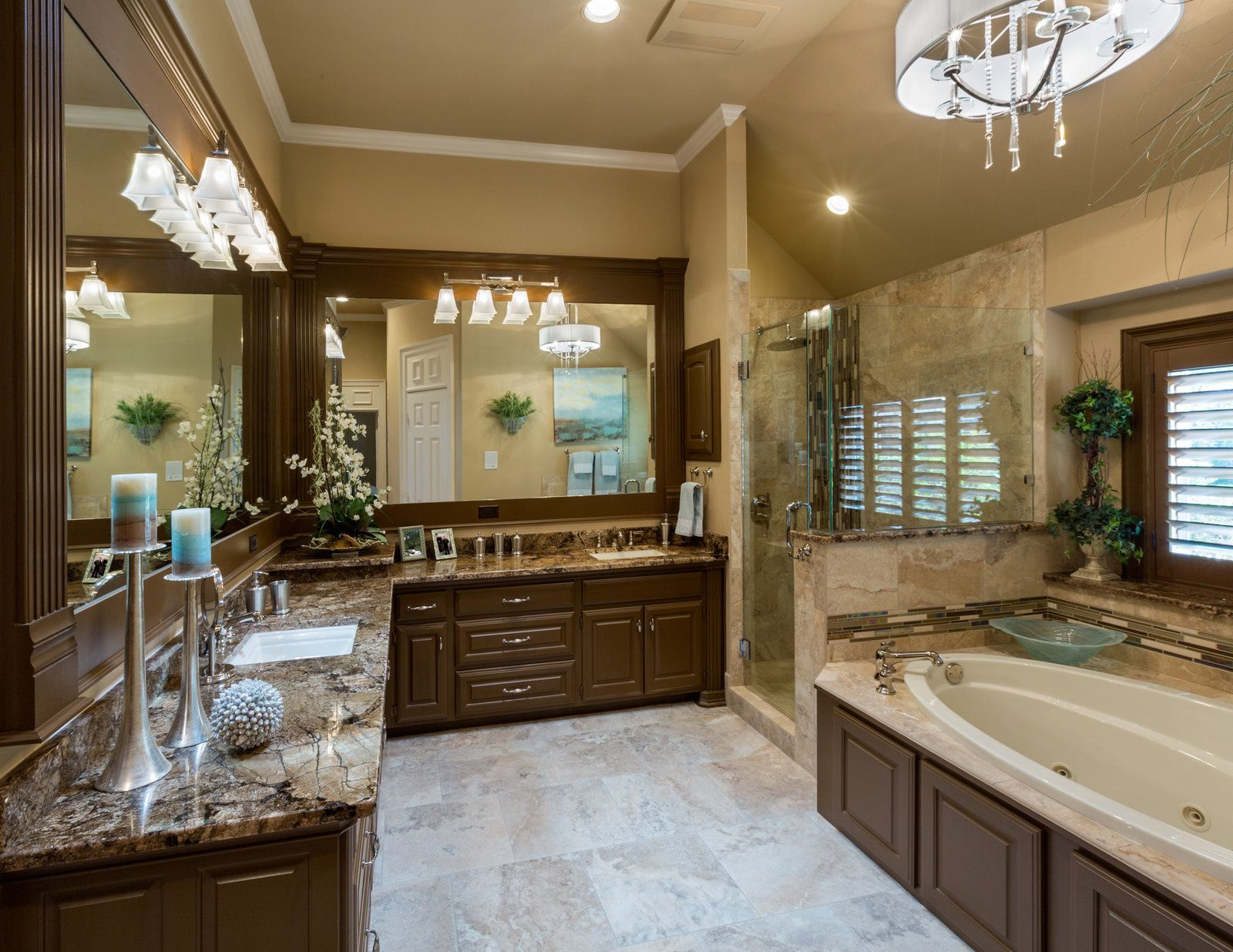 Bright traditional master bath coliseum granite for Traditional master bathrooms