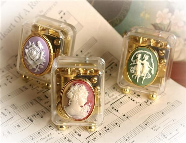 Cameo music boxes