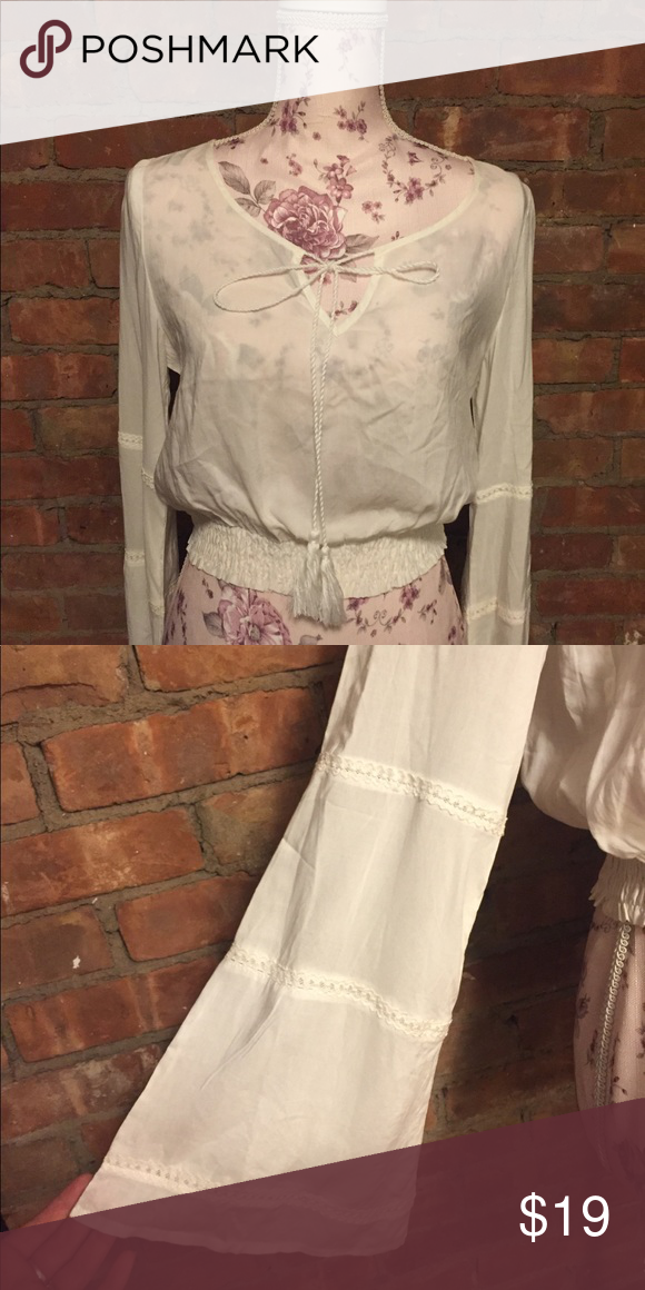 🍃✨Bohemian hippie white crop top✨🍃 For free spirited chicks  •Long ribbon tie on front •BRAND NEW ne...