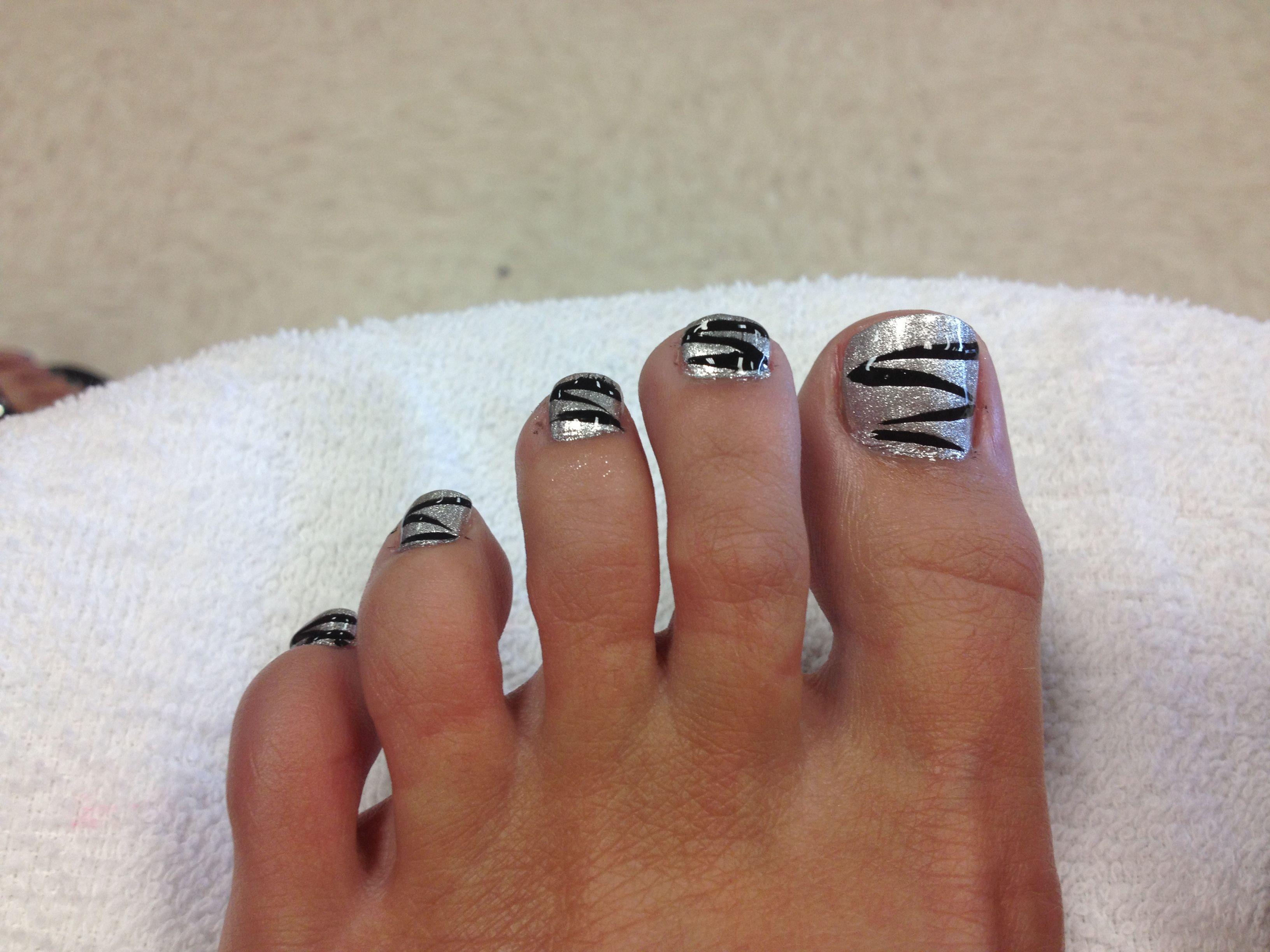 Black and silver toe nail design-Christmas | Nails | Pinterest | Toe ...