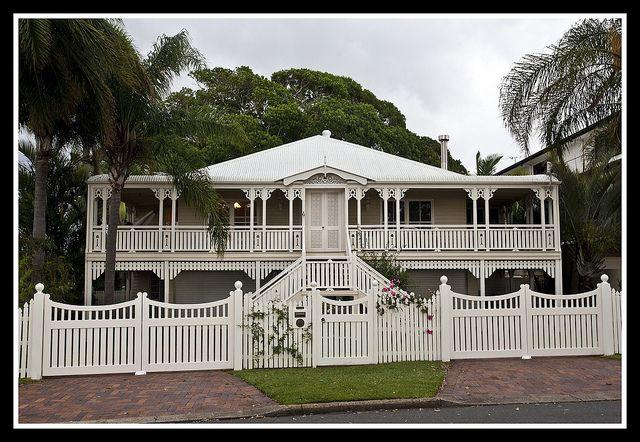 Old queenslander at woody point 1 queenslander woody for Queenslander home designs australia