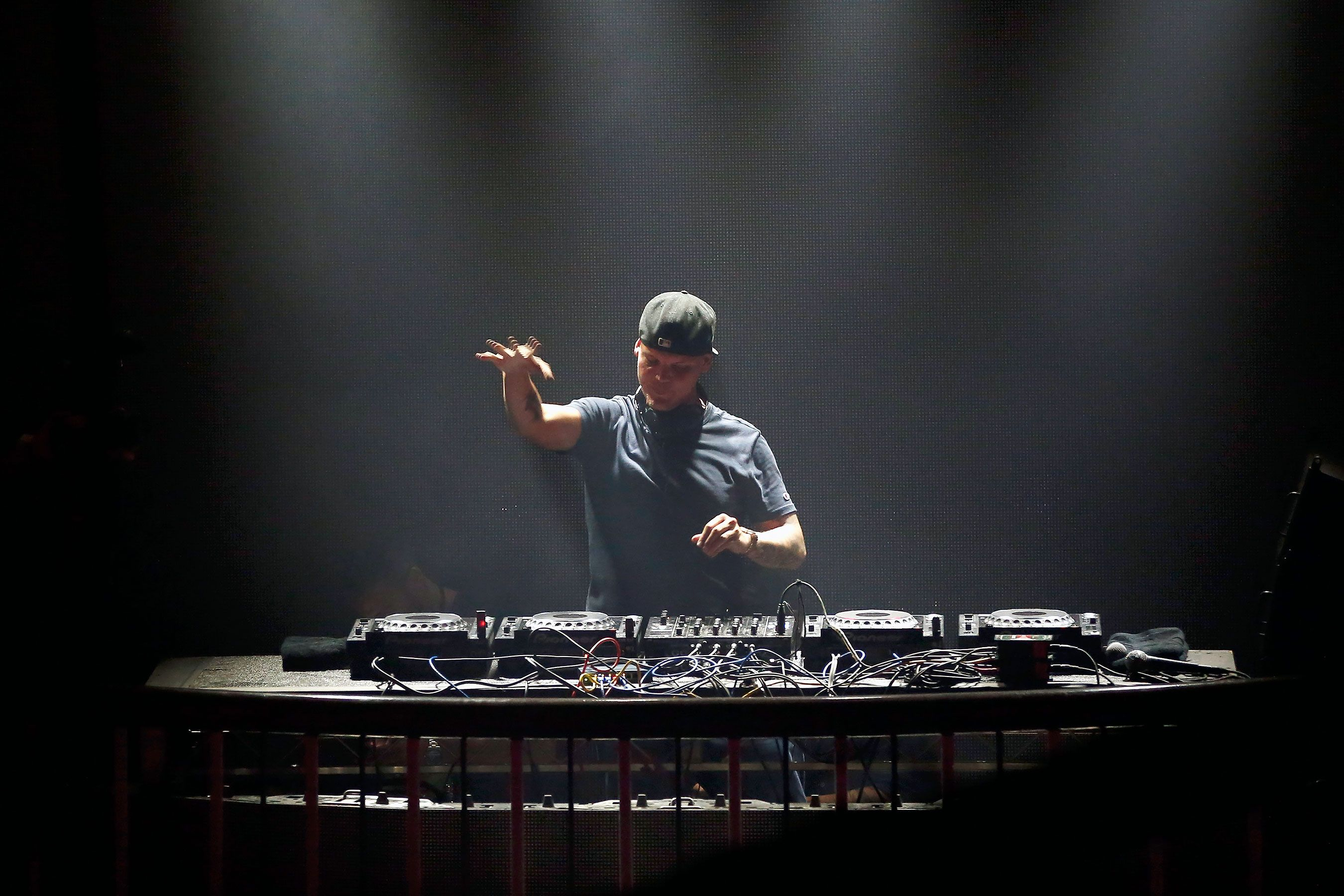 Avicii Swedish Deejay And Wake Me Up Hitmaker Dead At 28