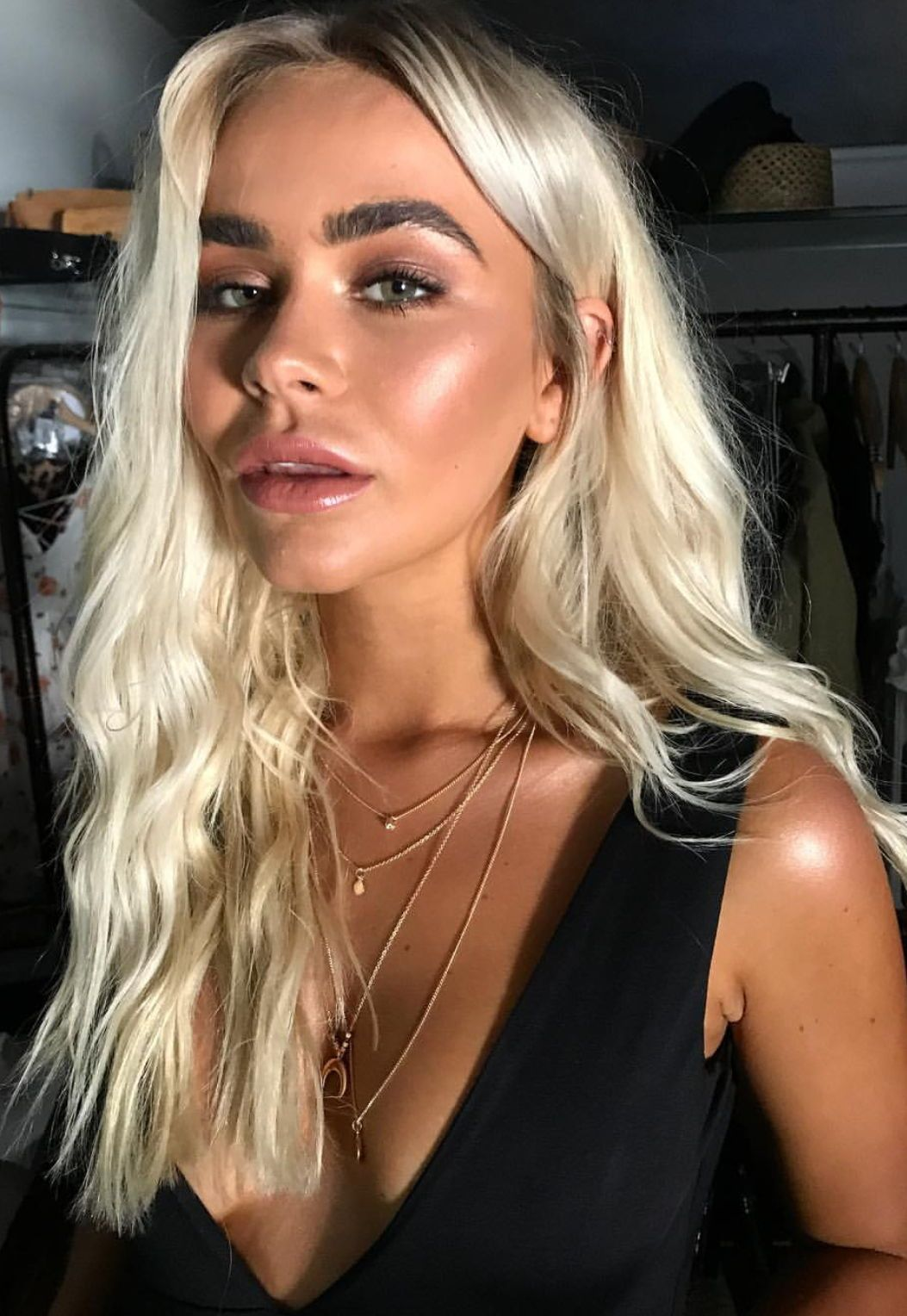 Platinum blonde hair and bronzed skin color inspo haircolor