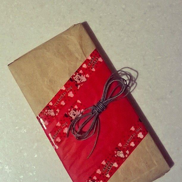 Оформление #подарок  #Крафт - мятое чудо-бумага! красное #оформление#МинниМаус #цветнойскотч#скотч с #принт#Диснеевская#мечта #wrap#gift  #wrappingpaper#red#ribbon#Disney#decorate#decorteam#lala_decorteam