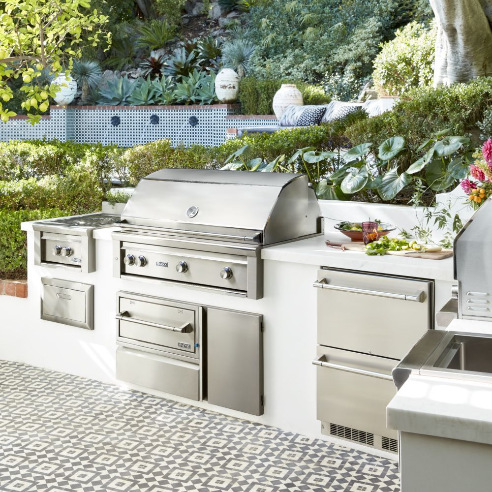Decorating & Designing An Outdoor Kitchen & Patio